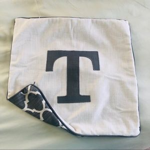 Square T throw pillow cover
